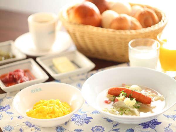 野菜のスープで温まります。【朝食メニュー一例】