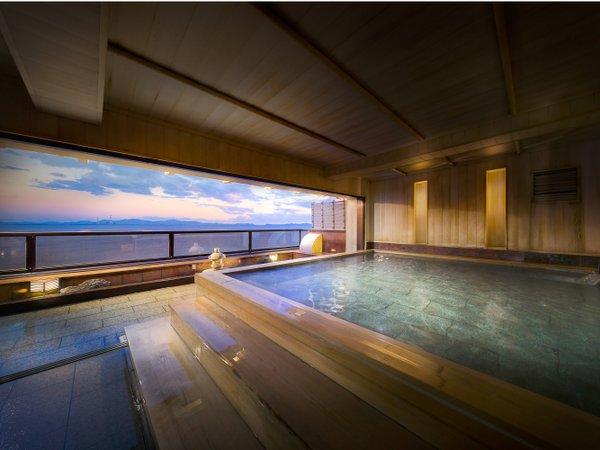 展望露天風呂、明け方、暮れ時の雰囲気です。