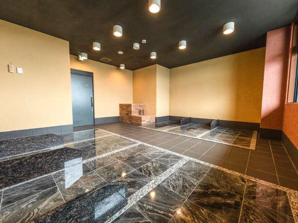 【岩盤浴】日帰り利用も可能な天然石を使用した 全7床の「遠赤外線熱蒸岩盤浴」