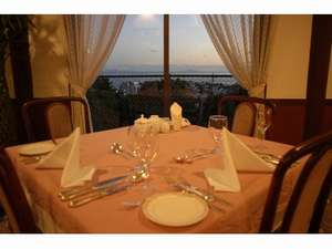 海を眺めながらお料理を堪能(イメージ)