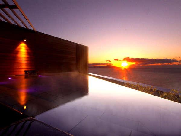 屋上展望露天風呂「薫風」から眺める朝日(撮影:1月)
