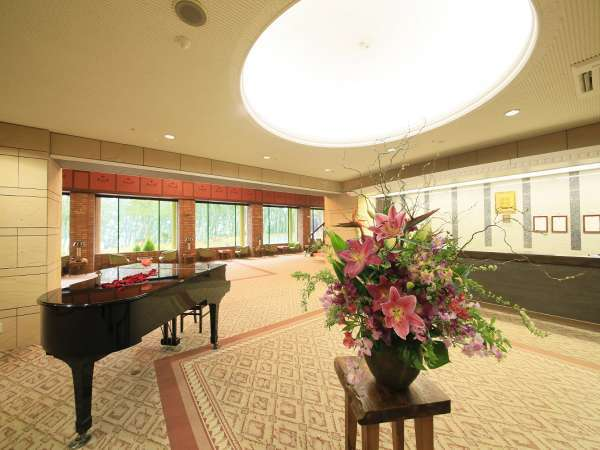 【ロビー】グランドピアノのあるクラッシックな空間