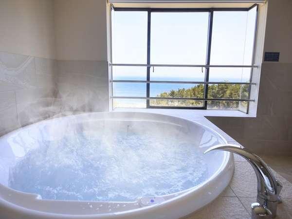 お風呂に浸かりながら太平洋を一望