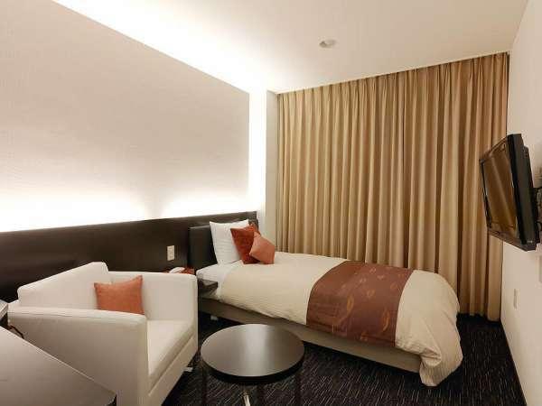 【シングルルーム】コンビニや駅・ビジネス街から近いため、ビジネスに最適なお部屋。