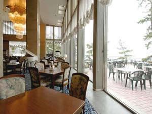 【洋食レストラン】ホテル1階にある洋食レストラン『サンセット』。喫茶でのご利用もどうぞ。