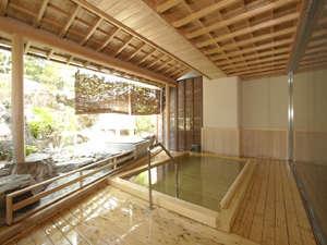 【女性露天風呂】泉質はラドン泉。毎月末日にメンテナンスの為、翌日の朝風呂は休業。