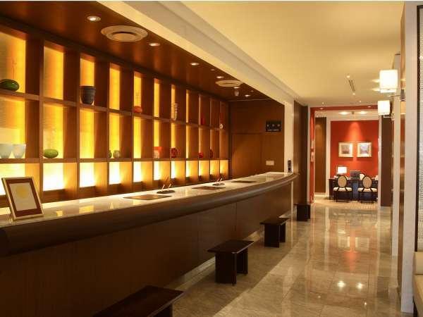 1階フロント お客様の快適なご滞在をサポートします。