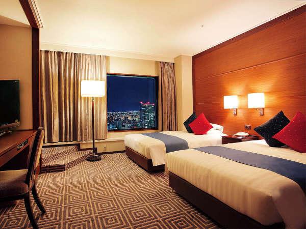 【プレミアツイン】(41,4㎡/ベッド幅120㎝)客室最上階の23階。煌めく夜景をお愉しみ下さい。