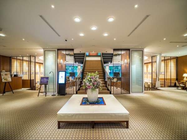 1階ロビー フレンチクラシックを基調に上品な空間を提供します。