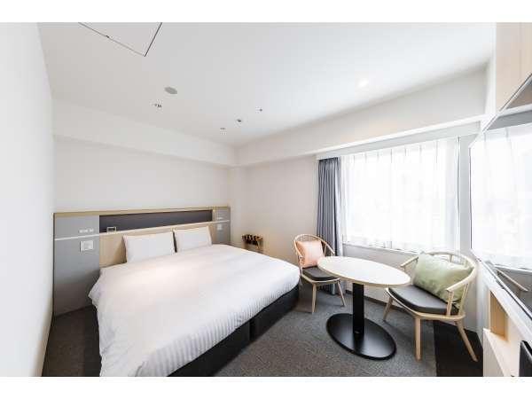 デラックスダブルルーム 広さ20㎡ サータ社180cm幅キングベッドを採用しております。