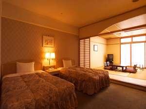 朝日を浴びつつさわやかな目覚め。ファミリーに人気の和洋室