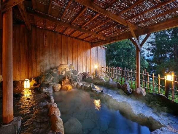 【露天風呂一例】小鳥のさえずりに耳を傾ける安らかな温もりのひとときを。
