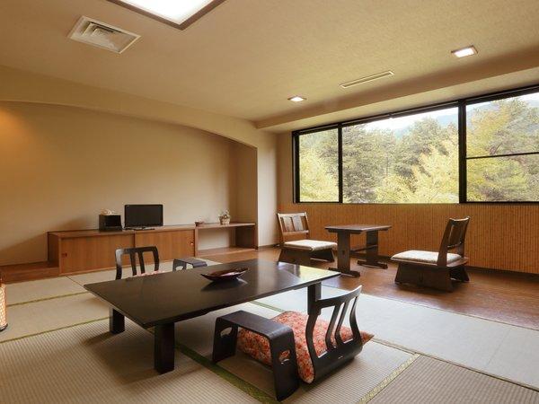 【さゆり亭】和室12畳 木調のインテリアが特徴の広々としたお部屋です