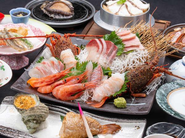 *【夕食例(澪の膳)】鯛釜飯にサザエ、のどぐろなど。(画像のお造りは2人前となります)