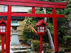 【お稲荷さん】別館中庭にあるお稲荷さん。ルーツは京都、伏見稲荷。