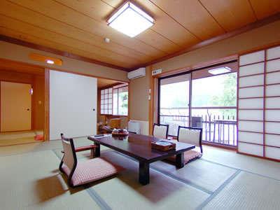 【遊仙観お部屋例】明るく広々とした、純和室。嬉しいお部屋食のお部屋です。