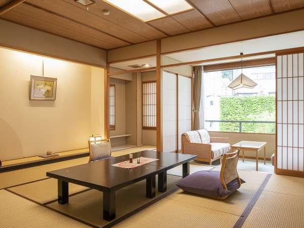 スタンダード和室からは湯沢の町並みや中庭がご覧いただけます。