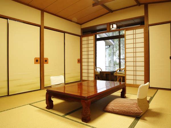 【西エリア】『西館和室』一例。窓からは豊かな緑が見え、快適にお過ごしいただけます。