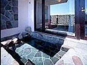 【露天風呂付きツインルーム】画像はお部屋の露天風呂です。