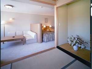 【和洋室】約57㎡。落ち着いた内装に畳の香りがゆったりとした空間を演出。