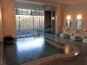 自家源泉かけ流しの内湯 志磨の湯には露天風呂とサウナがあります。