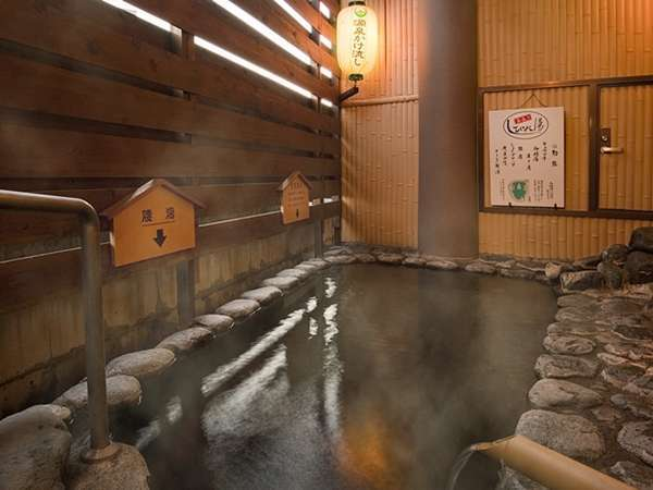 【自家源泉かけ流しの天然温泉ビジネスホテル 湯村ホテルB&B】快適な客室と源泉かけ流しの湯、地元食材たっぷりの食事が評判の宿