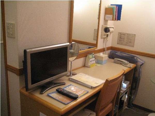 客室内にはLANケーブルが設置してあり、無料でインターネットをご利用いただけます。
