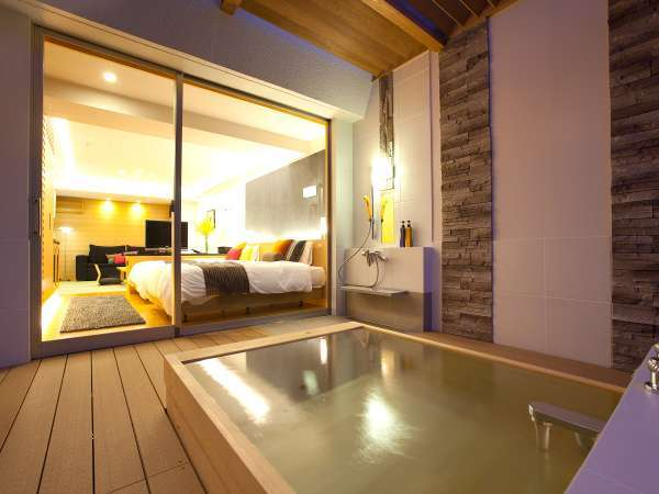 露天風呂付和洋室は二名様入れる広々露天風呂16室ございます。