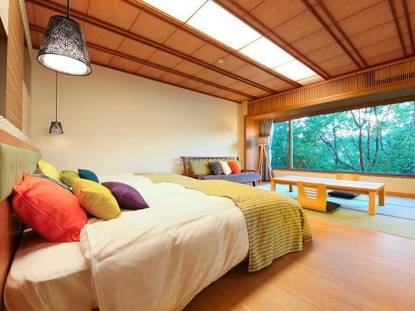 【リニューアル敷島和洋室】窓越しの緑に癒されてベッドの快適さと上品な和モダンの調和を楽しむ