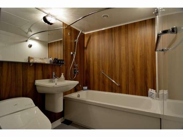 ゆったりとした広さで寛げるツインのバスルームです。