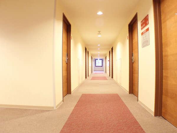 静かな客室階の廊下
