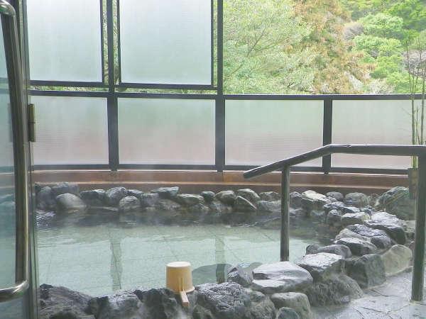 【女性露天風呂】開放感いっぱいの露天風呂で心身ともにリラックス