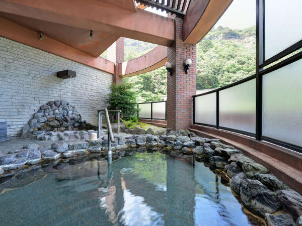 *【露天風呂】三滝川の清流の音に耳を傾けながら湯あみをお楽しみください