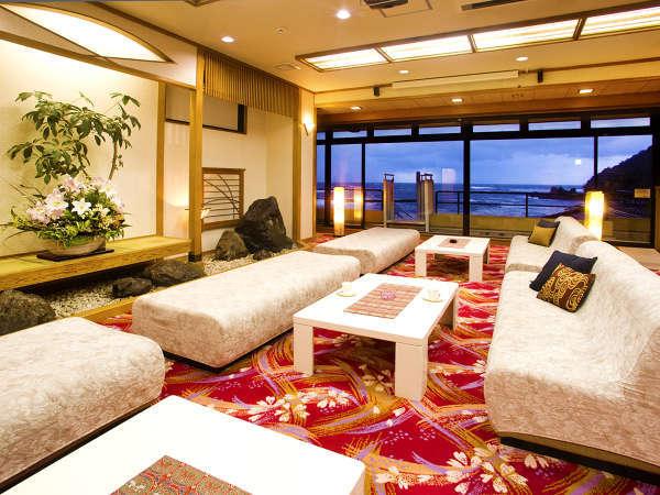 【ロビー】 客室や露天風呂はもちろん♪ロビーからも『絶景の日本海』をお楽しみいただけます☆