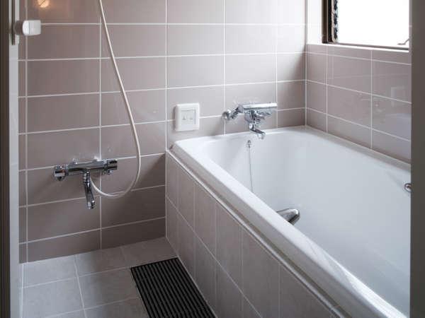【浴室】全室広々とした浴槽を導入♪足がのばせます♪
