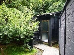 客室専用の庭園露天風呂へ続く通路。