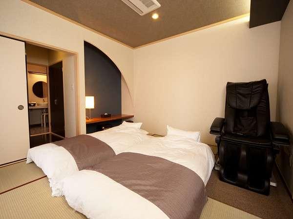 《枯淡》寝室と無料のマッサージチェアの一例