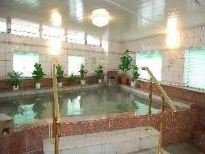 天然温泉を大浴場でお楽しみください(写真は男性用大浴場)