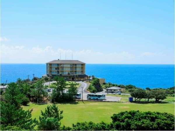 ホテルと水平線 屋久島の南、谷崎鼻に立つホテルです。