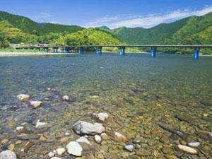 「最後の清流」四万十川の四季折々の変化をお楽しみください。