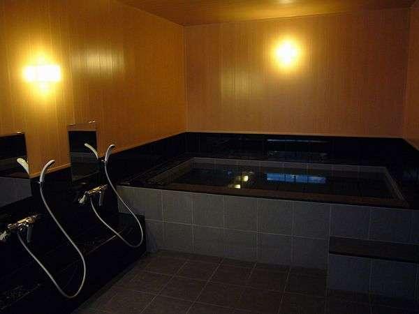 浴室(1階)男女入替え制です。女性17時~20時15分、男性20時半~24時まで営業しております。