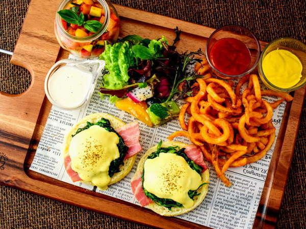 【ご朝食】プレート朝食には女性に人気のエッグベネディクトもご用意☆ 種類は和・洋で計7種類