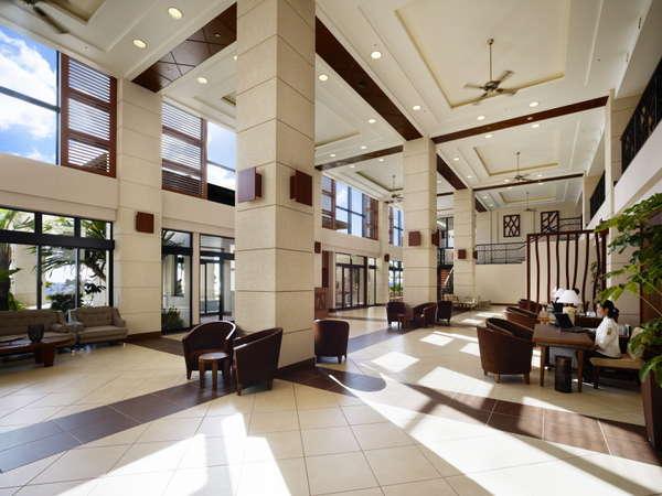 【ホテル棟ロビー】コンシェルジュデスクもあり、皆さまの旅サポートをいたします