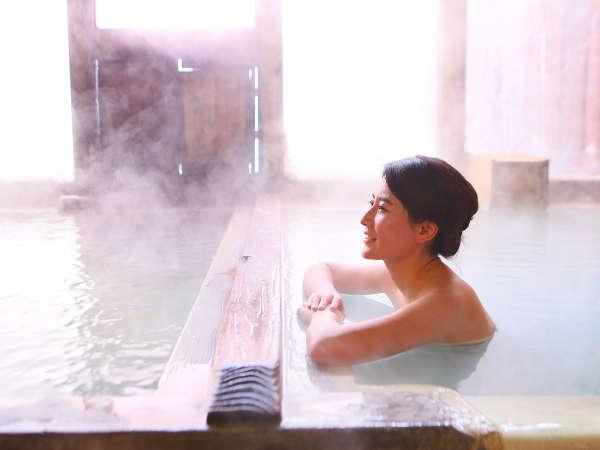 ≪内湯≫情緒あるひのき風呂でホッとするひとときを
