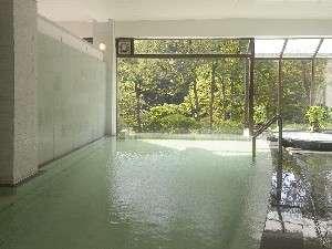 自家源泉を使用したジャクジー付の温泉大浴場「春秋の湯」