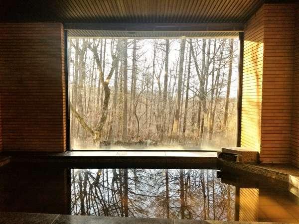 開放的な女性大浴場!晴天の日には山中湖や富士山も望むことができます!