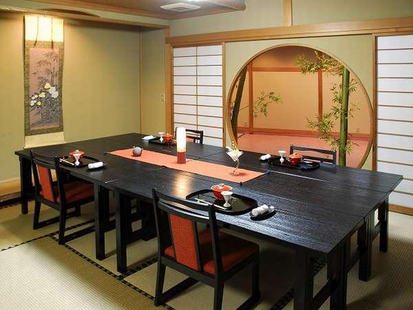 女性やご年配のグループに大人気の高楽テーブル