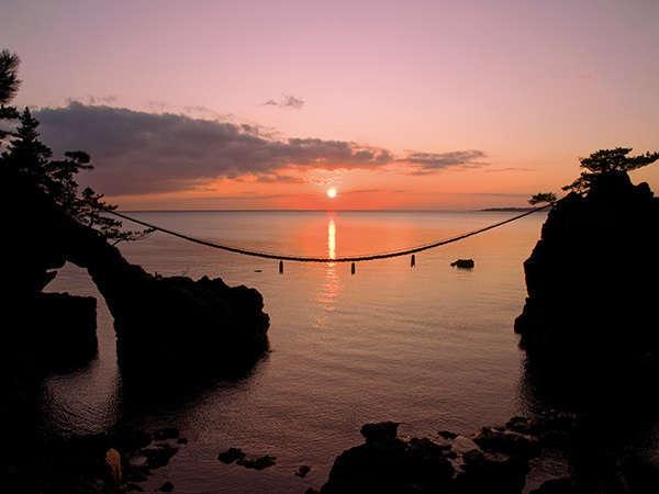 当館より車で5分、機具岩の美しい夕景