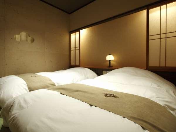 【客室】寝心地のよいベッド「幅100㎝×長さ200㎝」/Width 100cm×Length 200cm bed.
