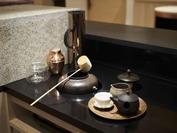 ご宿泊者様限定で、2階ティーカウンターで煎茶又は抹茶を無料でお召し上がり頂けます。